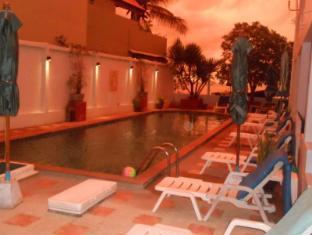 Kamala Dreams Hotel Phuket - Sunset at the pool