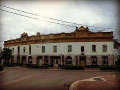 Australia Hotel Booking   Shamrock Hotel