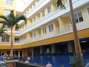 Sylvia Hotel Kupang Kupang - pool side