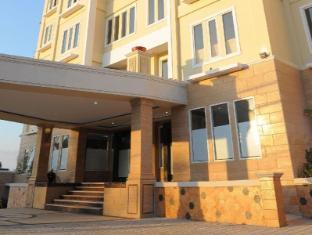 Sylvia Hotel Kupang Kupang - hotel building