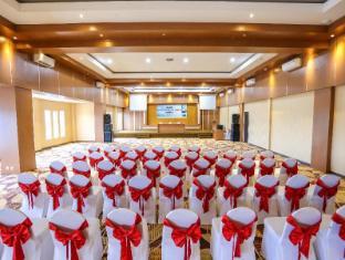 Sylvia Hotel Kupang Kupang - large meeting room