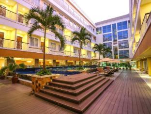 Sylvia Hotel Kupang Kupang - courtyard
