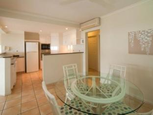 Sea Star Apartments Whitsunday Islands - Dining & kitchen area