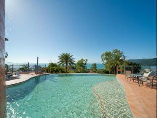 Sea Star Apartments Whitsunday Islands - Wet edge swimming pool