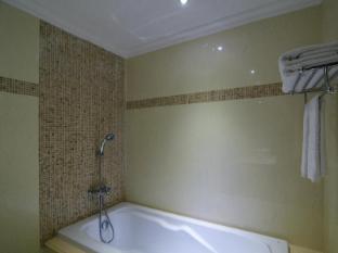Miracle Suite Pattaya - Studio - Bathroom