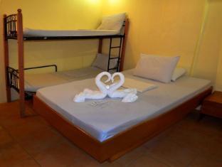 Gran Prix Econotel Cubao Manila - Family Room