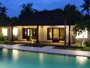 Hotel Melamun Bali - Bể bơi