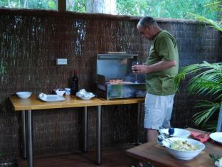 Witches Falls Cottages Gold Coast - BBQ