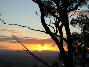Witches Falls Cottages Gold Coast - Enjoy a beautiful sunset from the nearby lookout