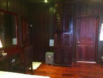 Villa Lao Wooden House: guest room