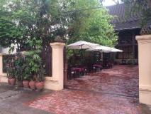 Villa Lao Wooden House: hot tub
