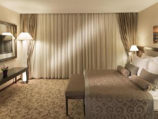 /kaya-ramada-plaza/hotel/istanbul-tr.html?asq=5VS4rPxIcpCoBEKGzfKvtBRhyPmehrph%2bgkt1T159fjNrXDlbKdjXCz25qsfVmYT