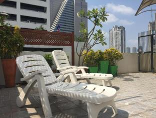 Saphaipae Hostel Bangkok - Balcony/Terrace
