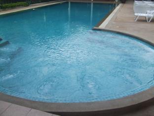 Emerald Palace Hotel Pattaya - Swimming Pool-with Jacuzzi