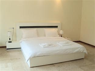 Emerald Palace Hotel Pattaya - 2 Bedroom Executive Apartment Pool View