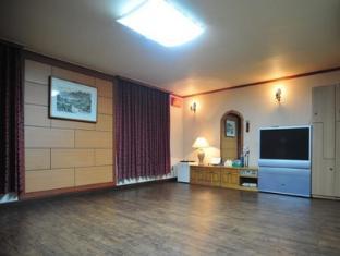 Goodstay Kyungha Spa Hotel Daejeon - Suite Korean Style Ondol Type