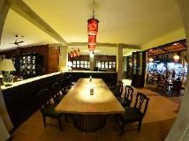 Inthira Thakhek: food and beverages