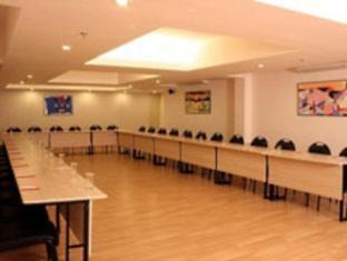 Red Fox Hotel-East Delhi New Delhi and NCR - Conference Room