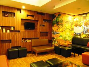 Red Fox Hotel-East Delhi New Delhi and NCR - Lounge Seating