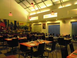 Red Fox Hotel-East Delhi New Delhi and NCR - Food and Beverages