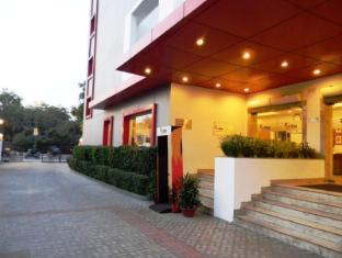 Red Fox Hotel-East Delhi New Delhi and NCR - Entrance