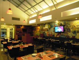 Red Fox Hotel-East Delhi New Delhi and NCR - Restaurant