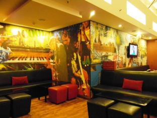 Red Fox Hotel-East Delhi New Delhi and NCR - Seating Lounge