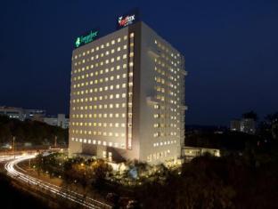 /red-fox-hotel-hyderabad/hotel/hyderabad-in.html?asq=jGXBHFvRg5Z51Emf%2fbXG4w%3d%3d