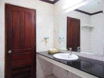 Xaysomboun Hotel: bathroom