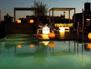 Ohla Hotel Barcelona - Swimming Pool