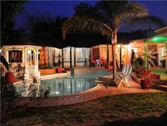 Sun Bell Lodge | Cheap Hotels in Cape Town South Africa