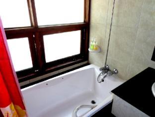 Ban Sabai Bungalow Vang Vieng - DeluxeBathroom