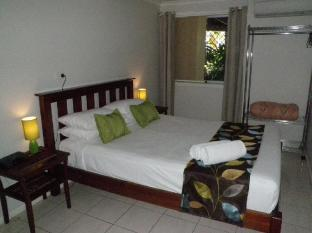 Airlie Apartments Whitsunday Islands - 1 & 2 Bedroom Poolview Bedroom