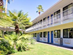/motel-6-palm-springs-east/hotel/palm-springs-ca-us.html?asq=jGXBHFvRg5Z51Emf%2fbXG4w%3d%3d