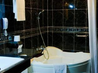 Hotel Luxury World Phnom Penh - Bathroom