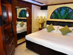 Hotel in Philippines Angeles / Clark | Field's Walking Street Hotel