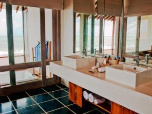Jetwing Blue Negombo - Bathroom