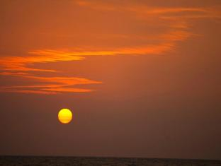 Jetwing Sea Negombo - Sunset by the Beach