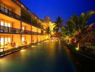 Jetwing Sea Negombo - Pool view by Nightfall