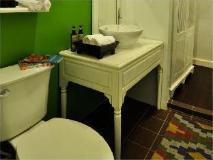 Villa Nagara: bathroom