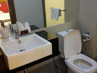Asoke Suites Hotel Bangkok - Bathroom
