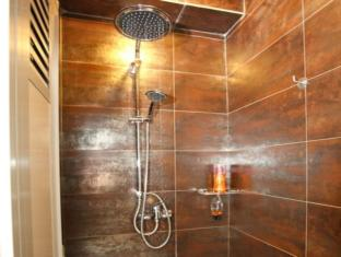 Rucksack Inn @ Temple Street Singapore - Shower Room