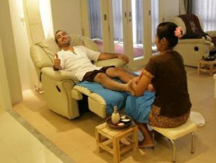 The Lantern Resorts Patong Phuket - Foot Massage at Glow Spa