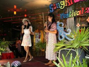 The Lantern Resorts Patong Phuket - Songkran Day