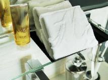M1 Hotel: bathroom