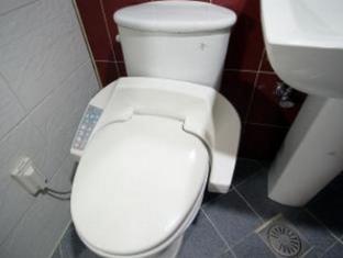 Hotel Yaja Suyu Seoul - Bathroom