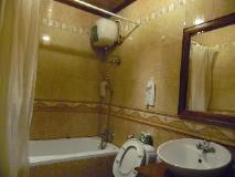 ThanaBoun Guesthouse: bathroom