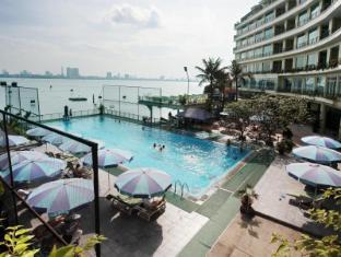 The Hanoi Club Hotel & Lake Palais Residences Hanoi - Poolside view