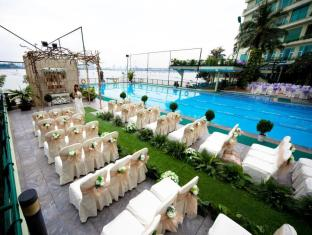 The Hanoi Club Hotel & Lake Palais Residences Hanoi - Fool view