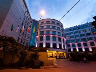 The Hanoi Club Hotel & Lake Palais Residences Hanoi - Entrance